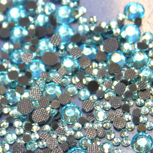 1000 Strass s6 hotfix 2,1mm couleur n°132 turquoise clair